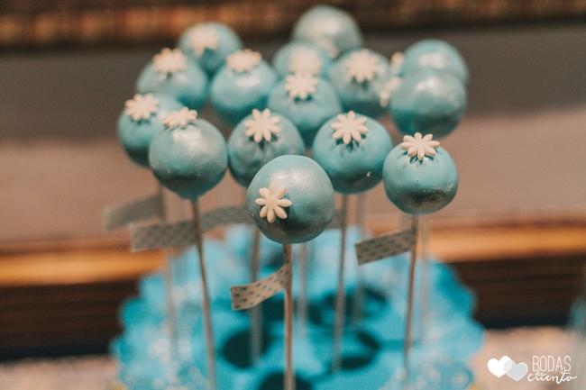una boda decorada en azul cakepops