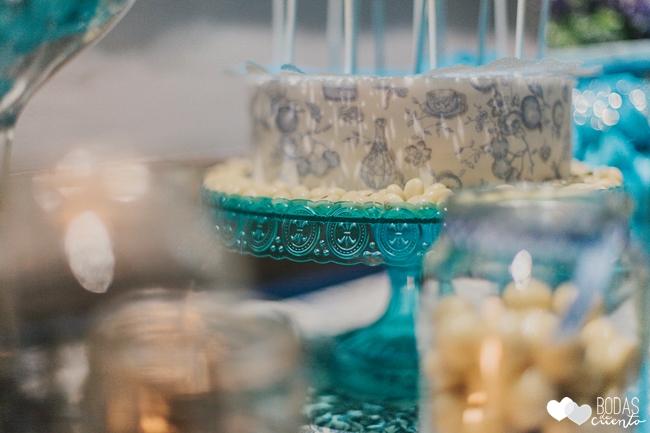 una boda decorada en azul mesa dulce