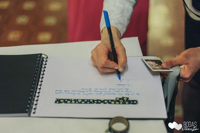 una boda decorada en azul libro de firmas