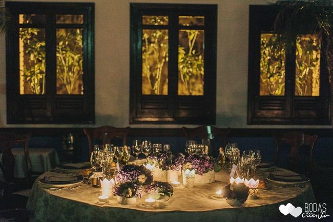 una boda decorada en azul decoración mesa novios