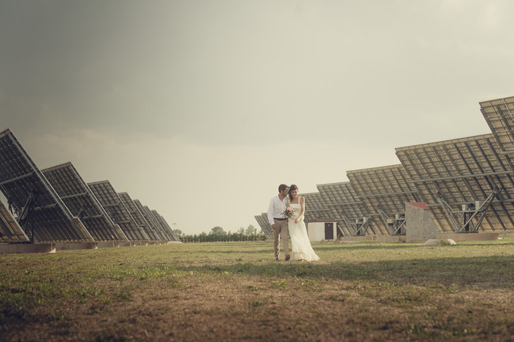 Organización y diseño: Bodas de Cuento wedding planners, Boda entre placas solares. Foto Iolanda Sebé www.bodasdecuento.com