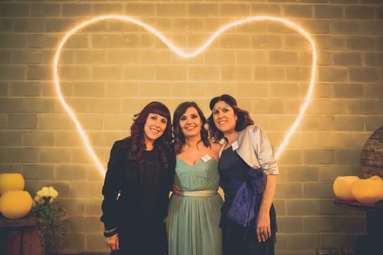 Corazón con luz boda industrial www.bodasdecuento.com
