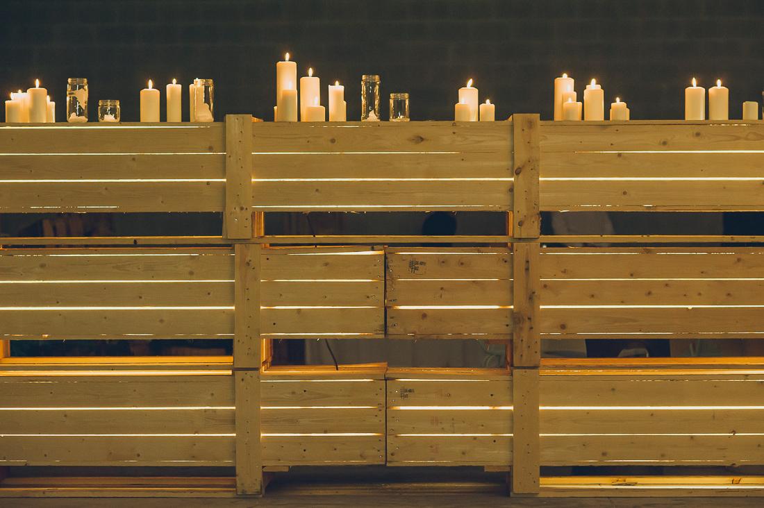iluminación boda con velas y luces indirectas www.bodasdecuento.com