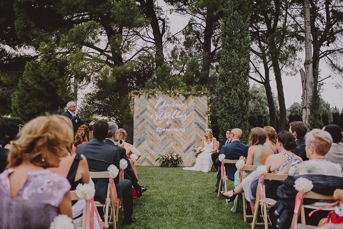 ceremonia civil entre árboles wdding designer www.bodasdecuento.com
