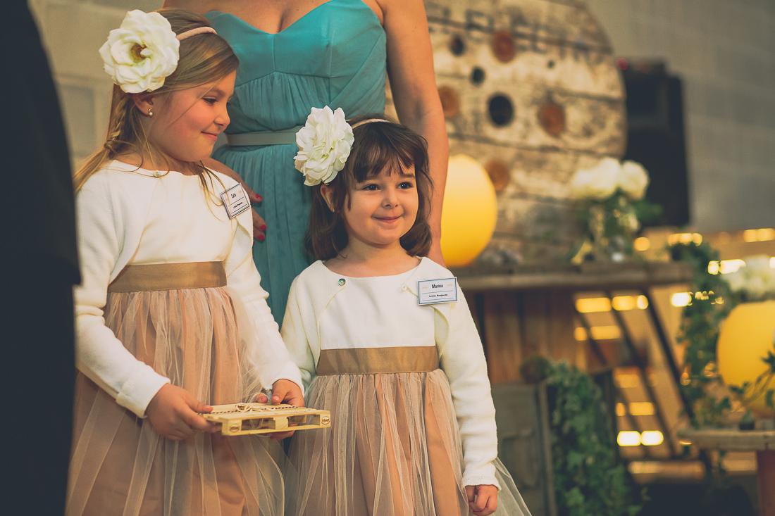 niñas alianzas boda industrial www.bodasdecuento.com