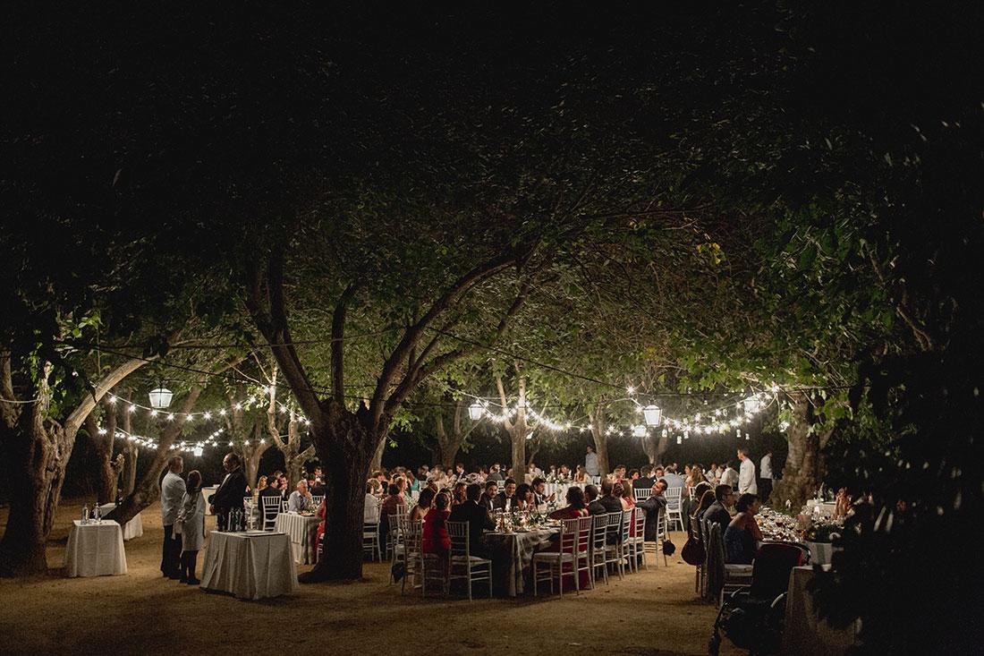 cena-boda-guirnaldas-bombillas-www.bodasdecuento.com