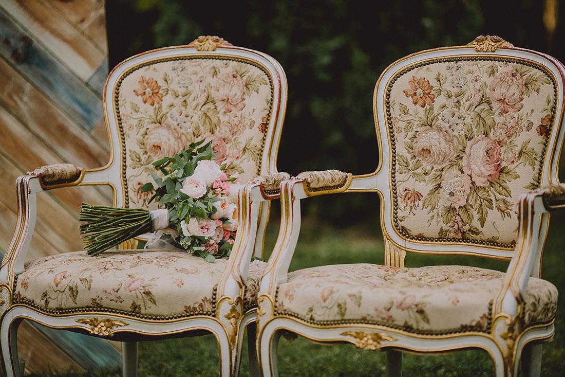 ramo romántico en sillones