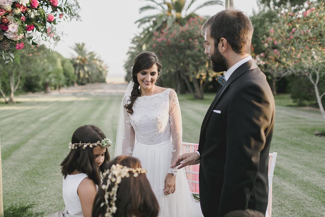 novios-en-ceremonia-boda-cortijo-www.bodasdecuento.com
