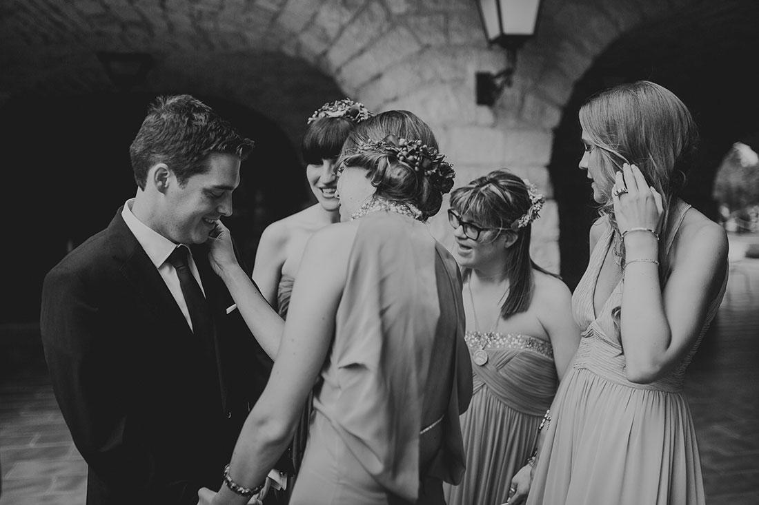 novio con damas de honor www.bodasdecuento.com