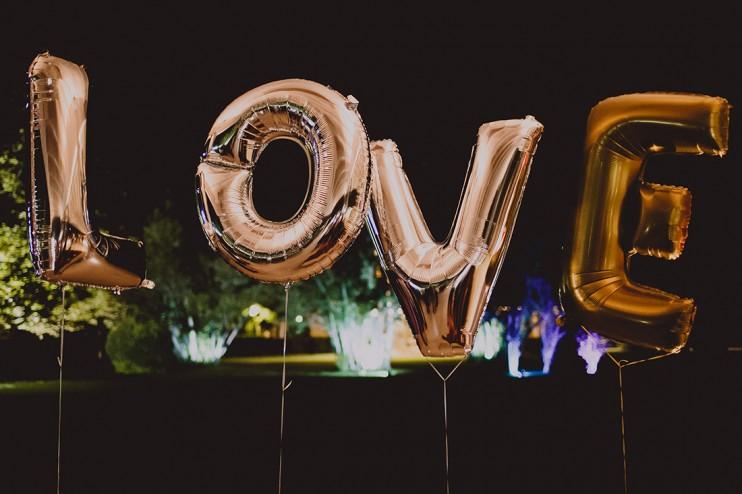 love con globos www.bodasdecuento.com