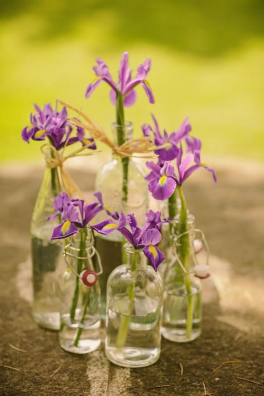 flores silvestres con botellas www.bodasdecuento.com