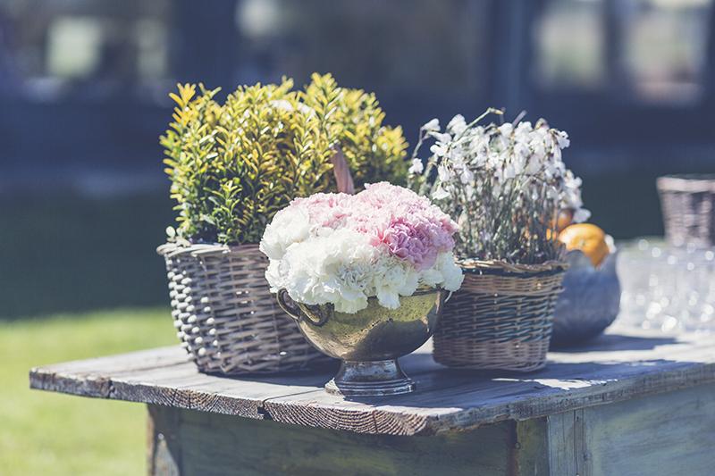 cestos con flor www.bodasdecuento.com