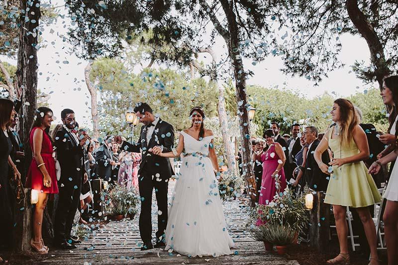 ceremonia boda confetti www.bodasdecuento.com