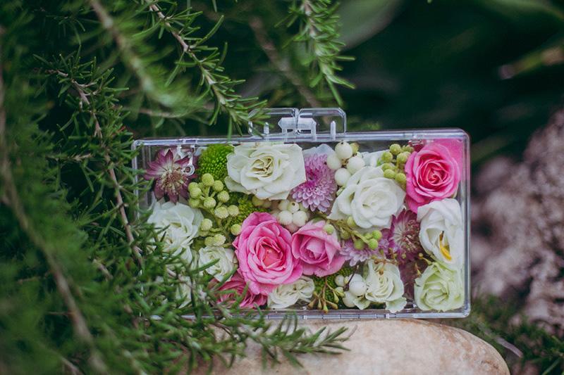 Clutch para novia. Foto Paula G Furio www.bodasdecuento.com