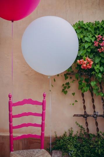 silla con globo recepción invitados www.bodasdecuento.com