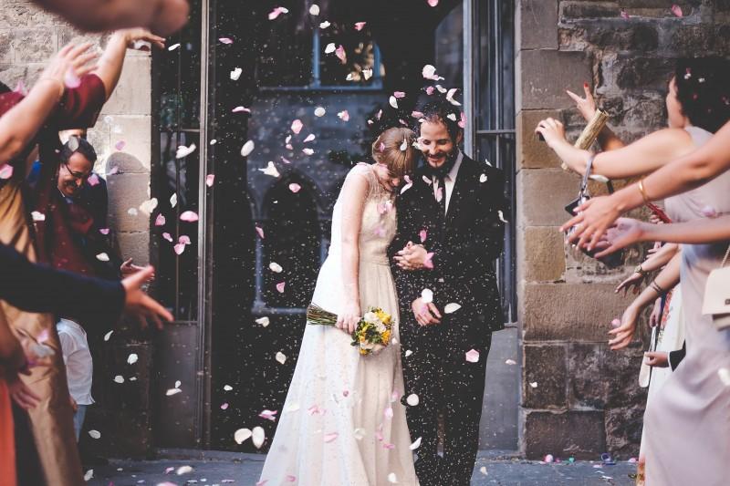 pétalos salida ceremonia www.bodasdecuento.com