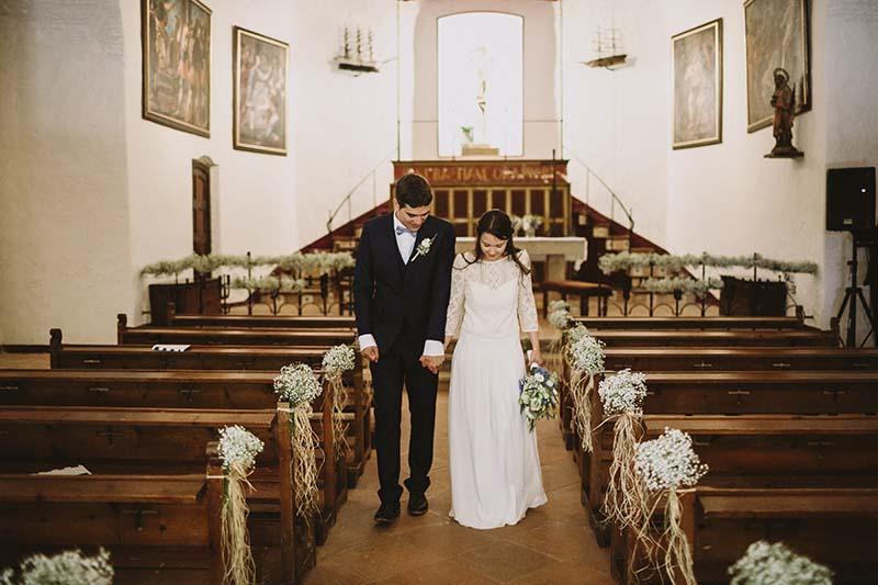 novios salida iglesia www.bodasdecuento.com