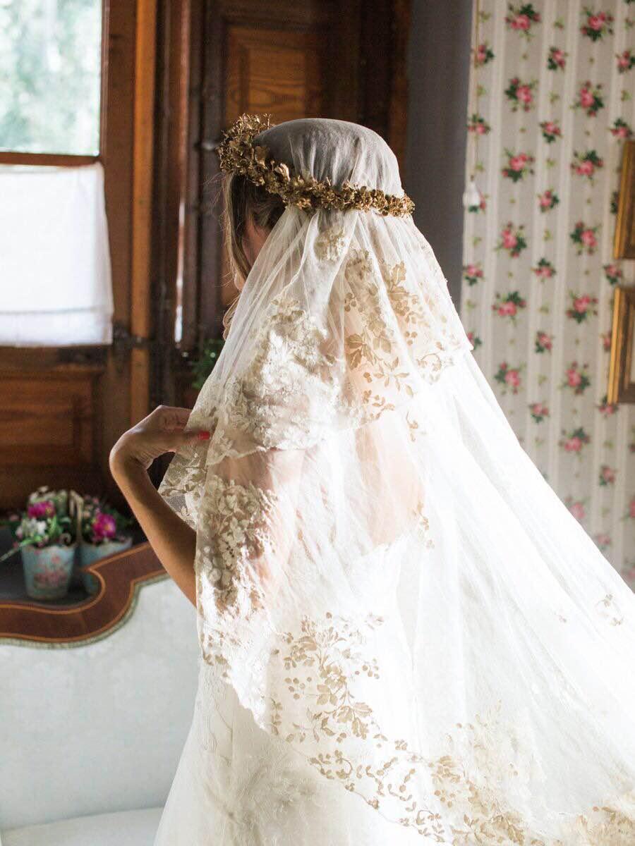 Novia con mantilla www.bodasdecuento.com
