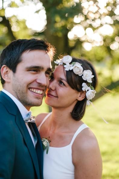 novia con corona de flores www.bodasdecuento.com