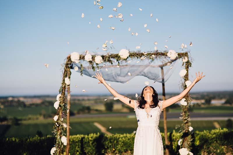 pétalos ceremonia boda www.bodasdecuento.com
