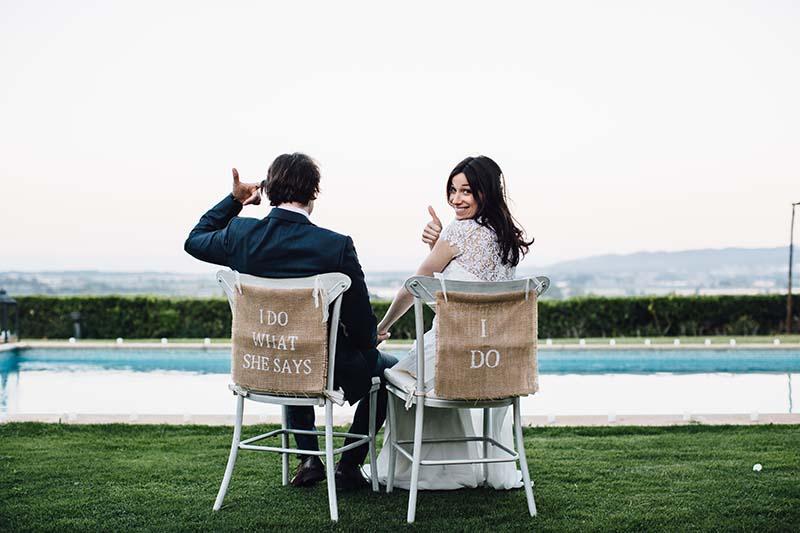 sillas novios decoradas www.bodasdecuento.com