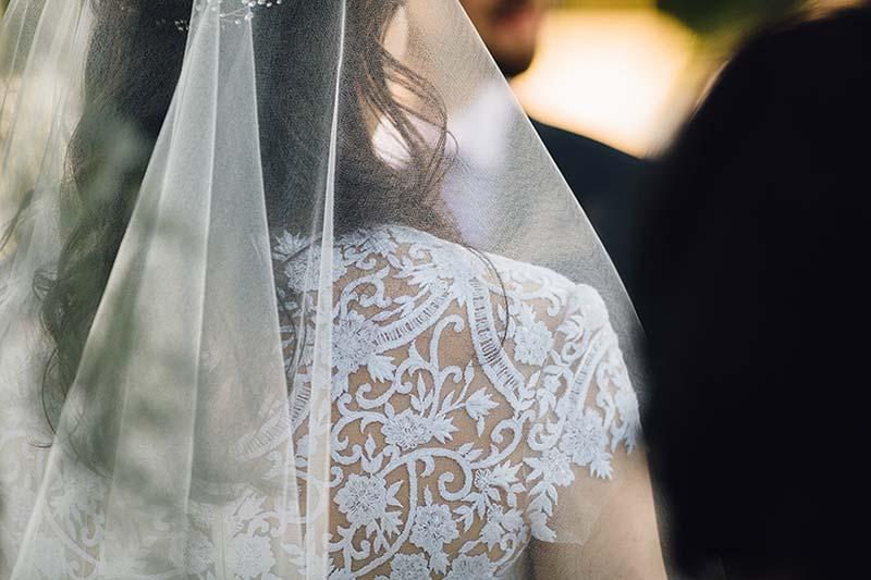 vestido y velo de novia www.bodasdecuento.com