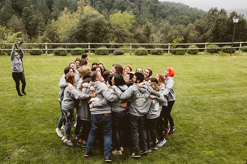 abrazo-conjunto-camp-school www.bodasdecuento.com