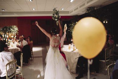 entrada novios salón boda www.bodasdecuento.com