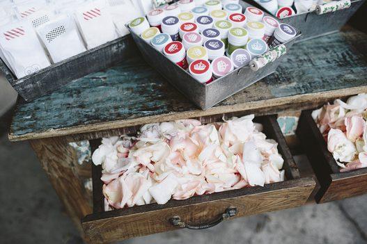 pétalos rosas boda www.bodasdecuento.com