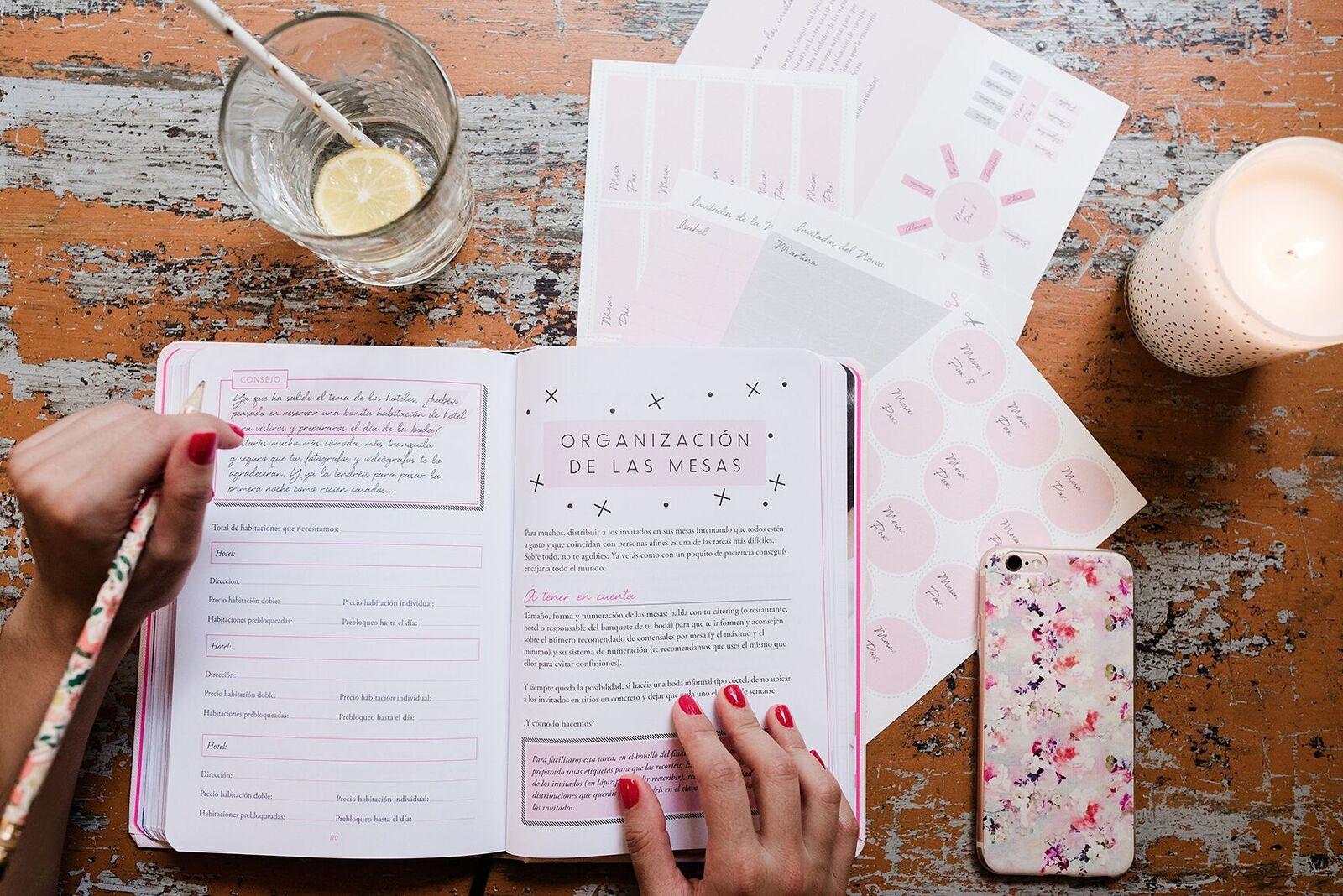 agenda de bodas por Bodas de cuento www.bodasdecuento.com