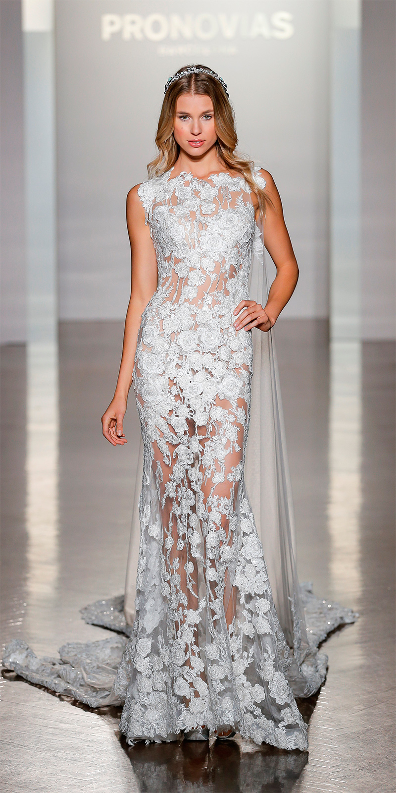 pronovias-ny-fashion-show_natura