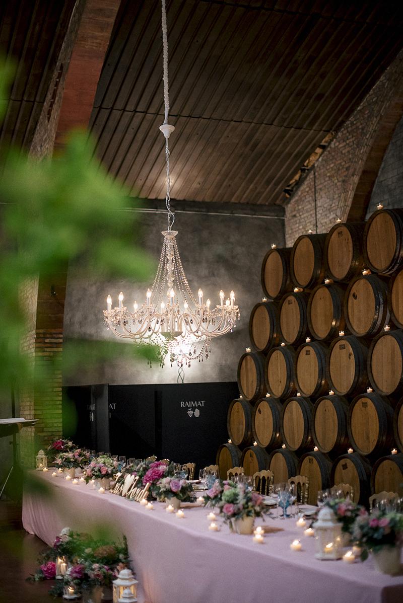 mesa imperial lampara araña boda www.bodasdecuento.com