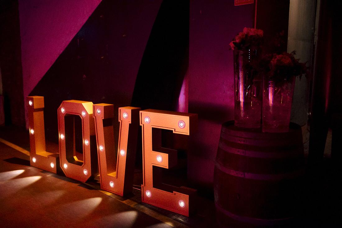 letras luminosas love www.bodasdecuento.com