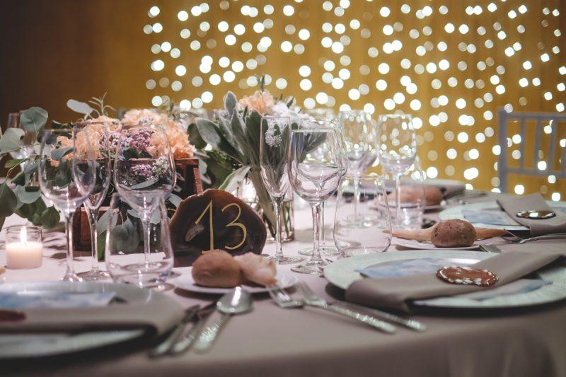 decoración elegante mesas boda www.bodasdecuento.com