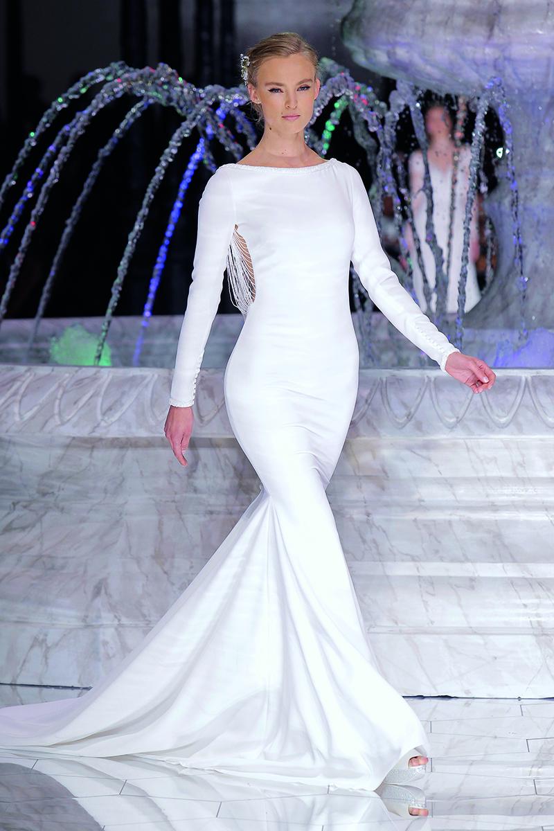 Pronovias Fashion Show 2018 www.bodasdecuento.com