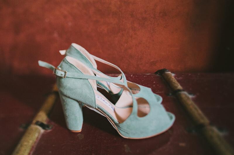 Zapatos de novia de color www.bodasdecuento.com