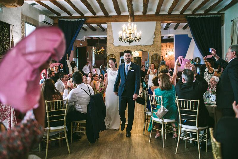 entrada novios al salón www.bodasdecuento.com