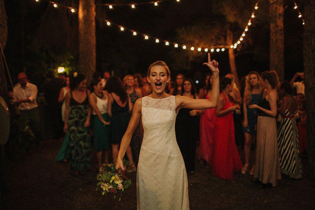 lanzar ramo de novia boda hipster