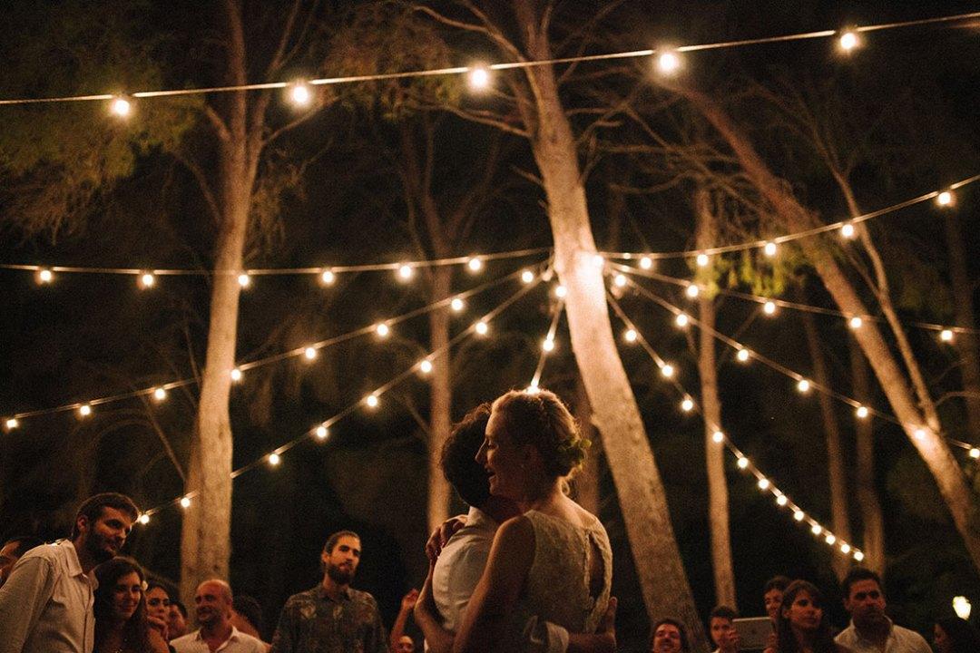 Baile de novios aire libre bosque