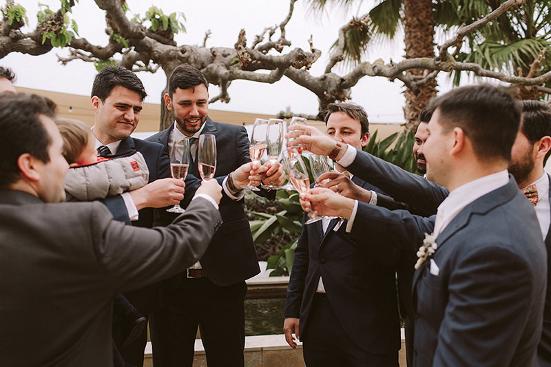 Boda interior con mucho rollo | Invitados finca lluvia | www.bodasdecuento.com