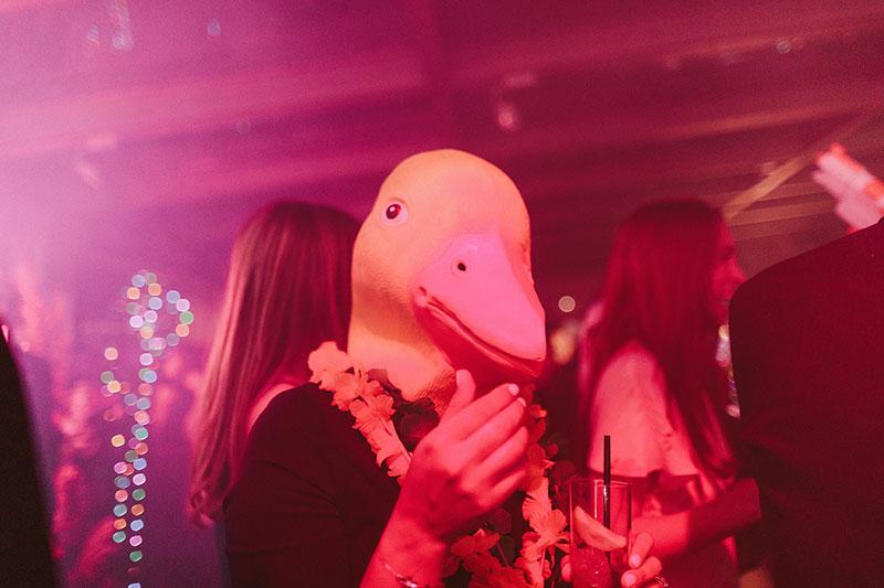 Boda interior con mucho rollo | fiesta party la hora loca | www.bodasdecuento.com 63