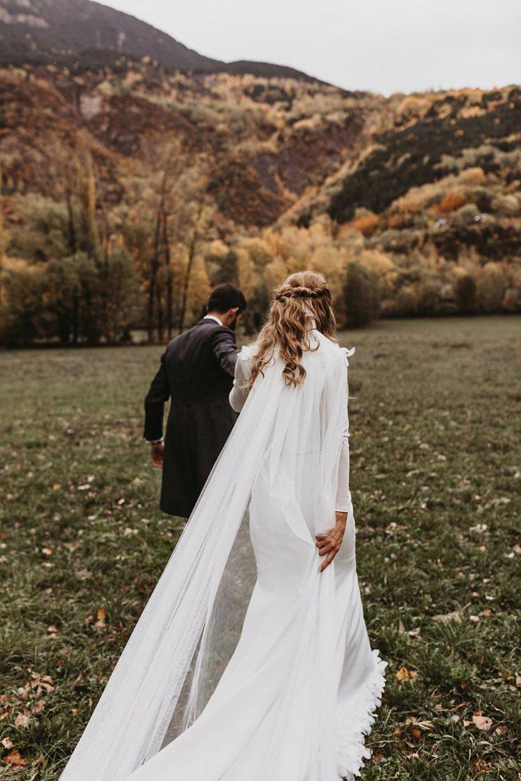 Fotografía de novios en el pirineo boda de otoño