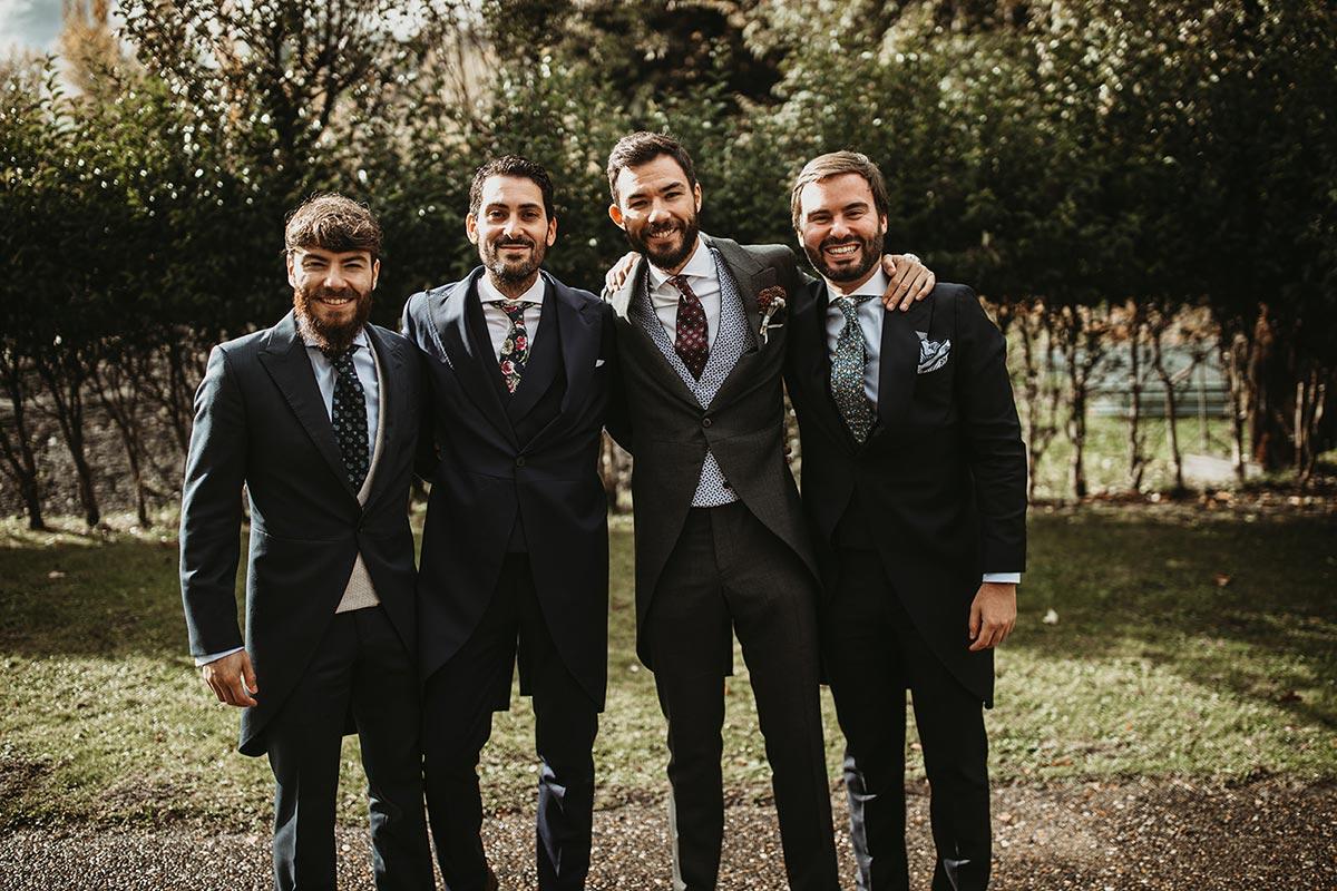 novio y sus amigos groom men