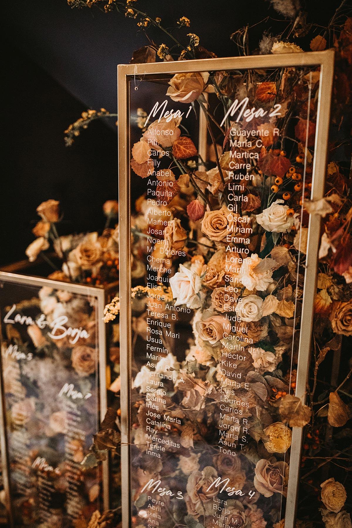 Seating Plan rectangular de cristal gold dorado caligrafia flores marrones