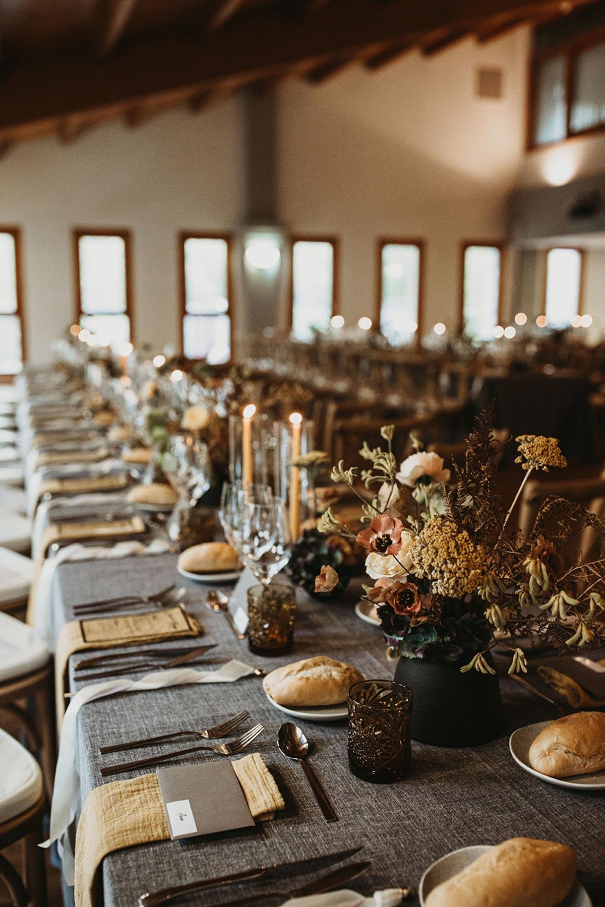 Banquete boda de invierno rustica chic mesas corridas