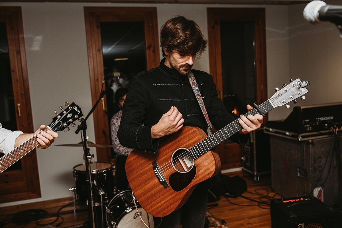 Musica en directo boda de invierno guitarras