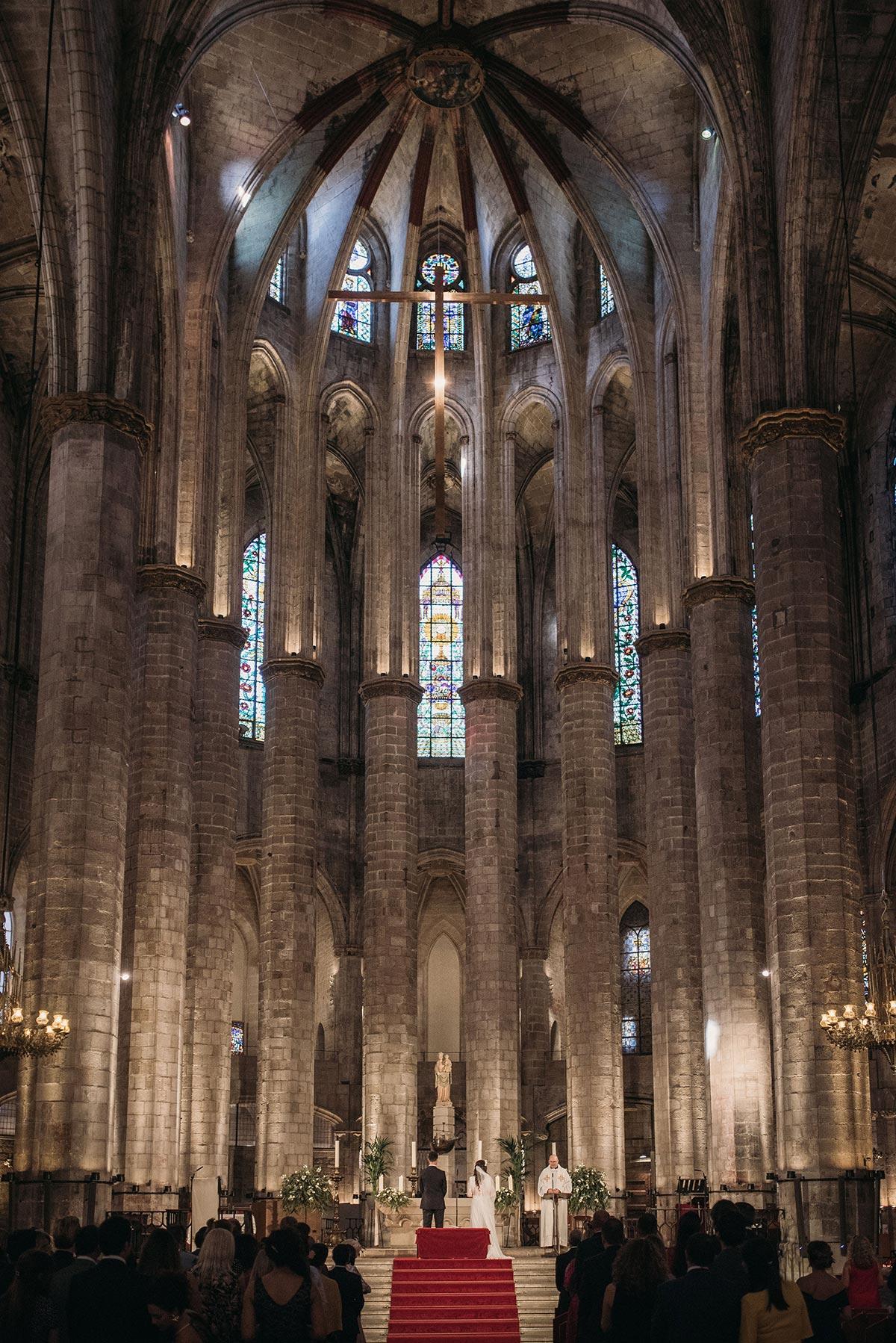 Boda en la catedral del mar Barcelona altar ceremonia de boda