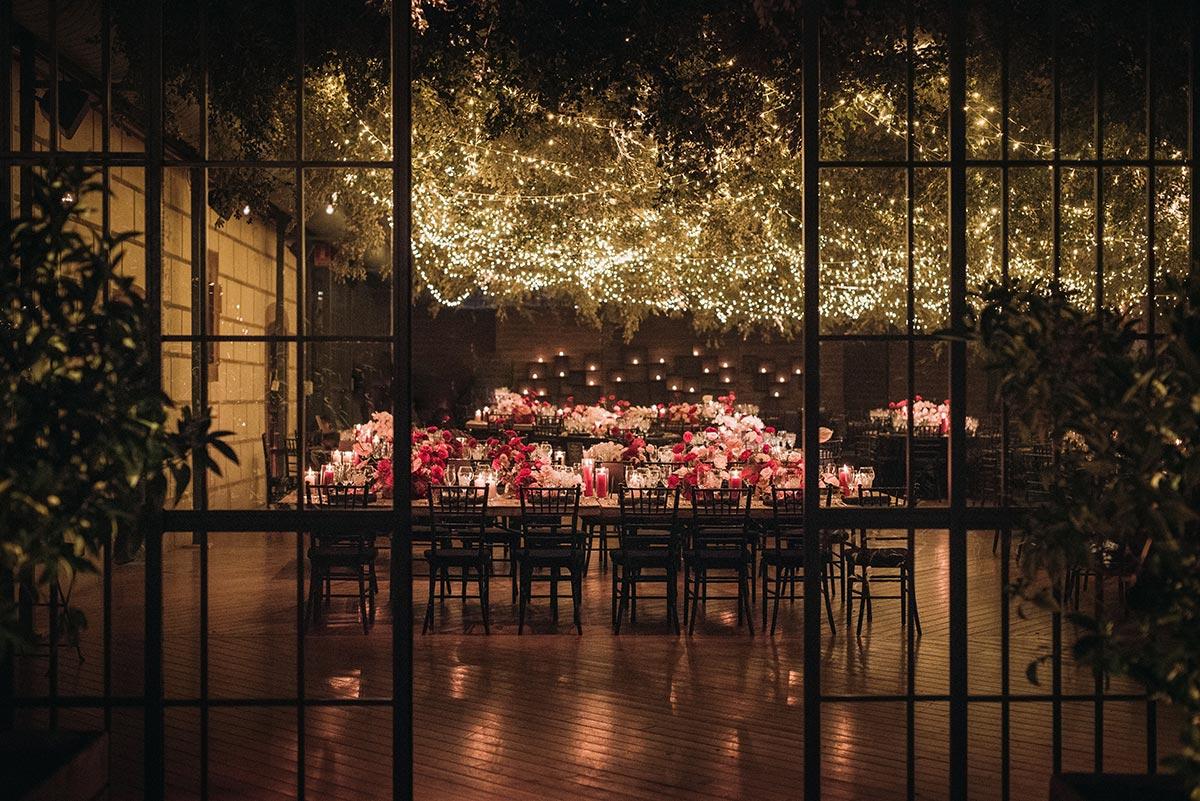 Boda de noche llena de luces | iluminación | Bodas de Cuento
