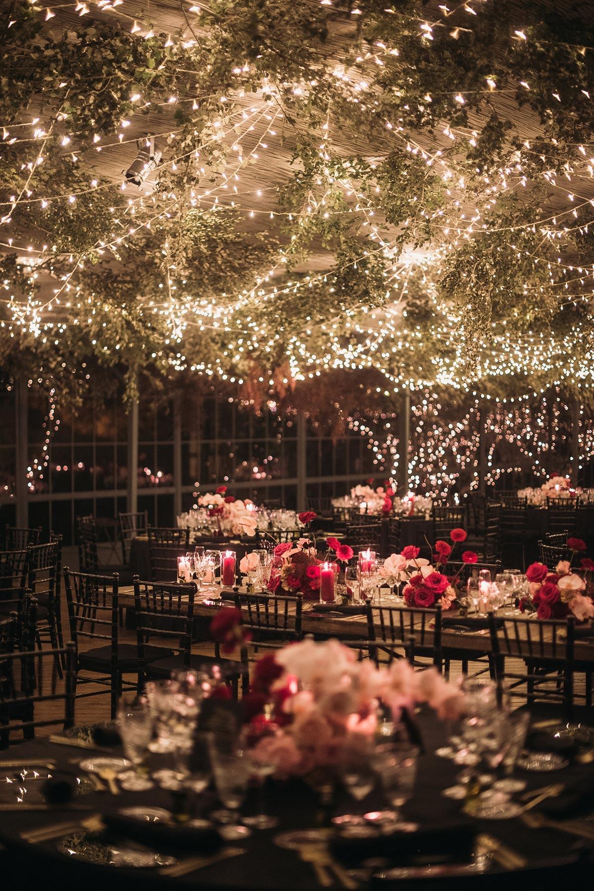 Boda de noche llena de luces | iluminacion | Bodas de Cuento