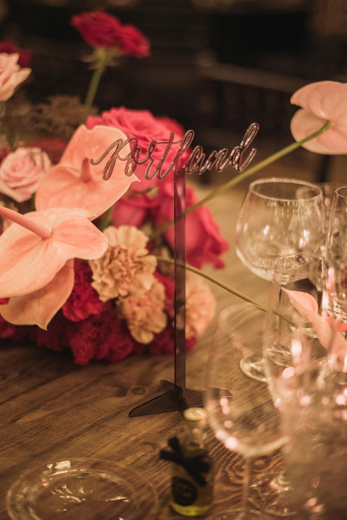 Nombre de mesa Boda de noche llena de luces | iluminacion | Bodas de Cuento